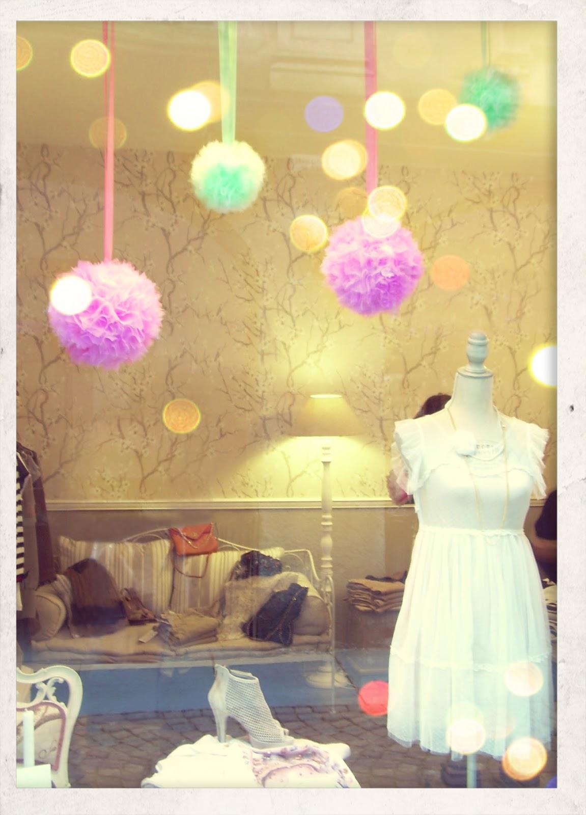 Lorendesign tulle per decorare una vetrina - Idee per vetrine primaverili ...