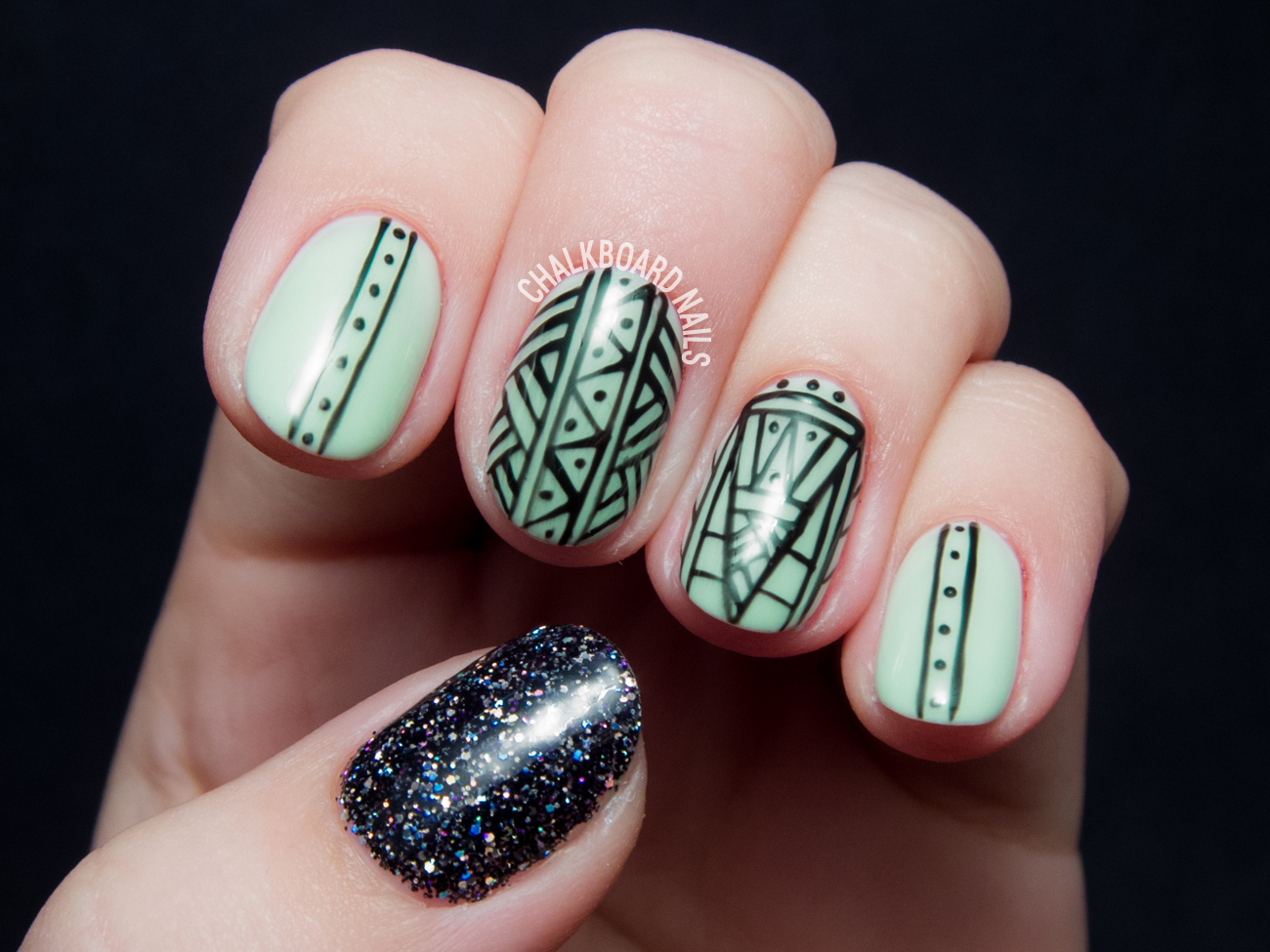 Glowing patterned gel nails by @chalkboardnails