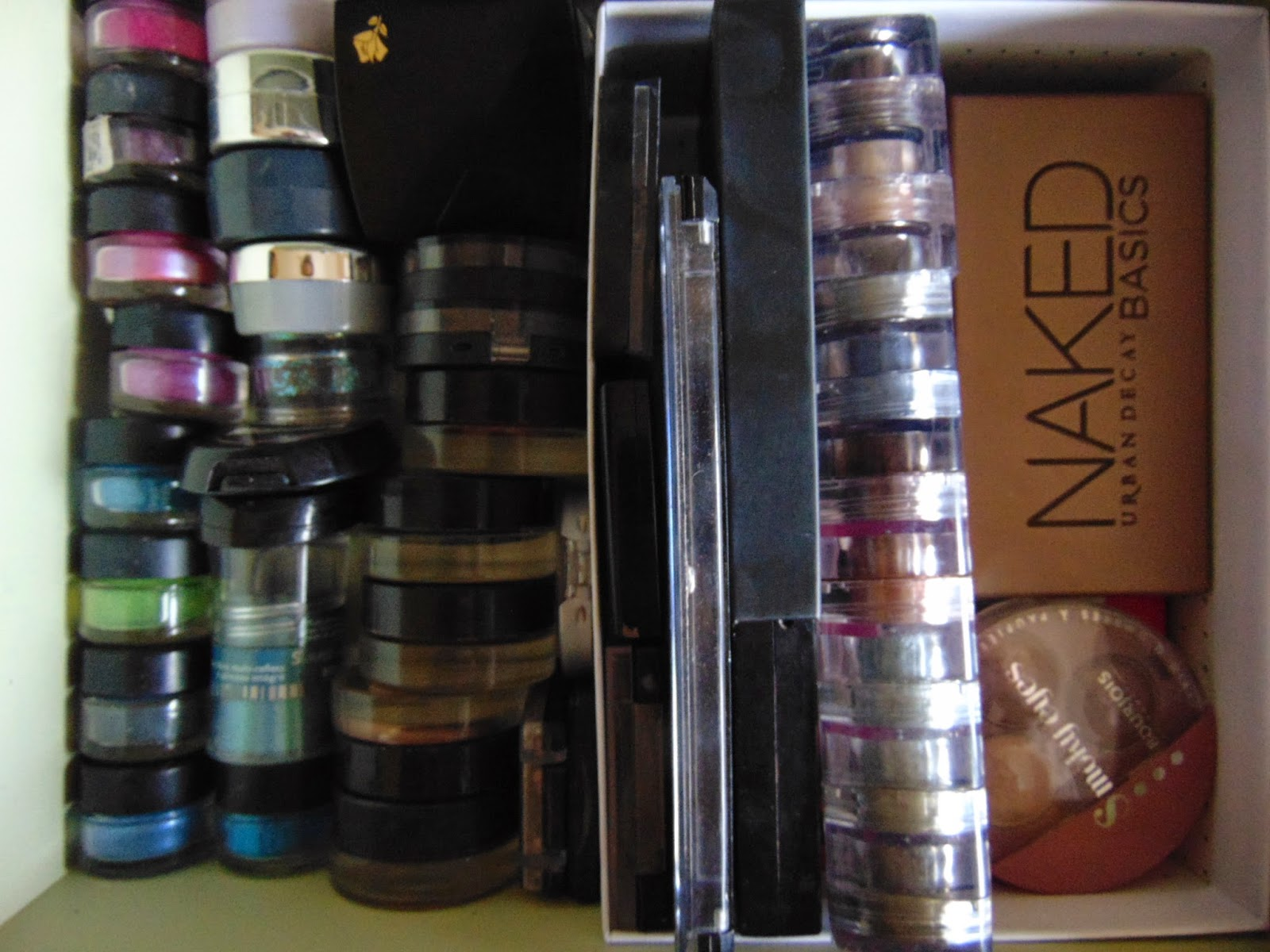 Tip of the week : How i reuse my birch boxes urban decay naked barry m dazzle dusts maybelline color tattoos