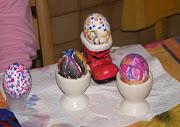 Para los nidos que trae el conejo de Pascuas y para el desyuno se necesitan . ostern bemalte eier