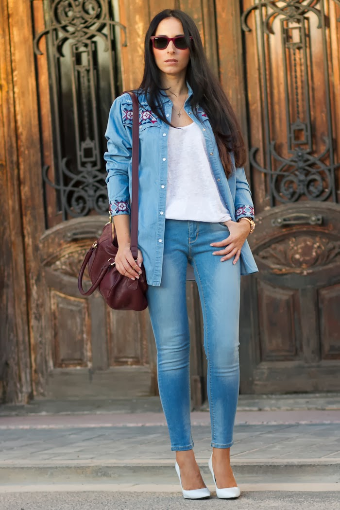 Blogger Withorwithoutshoes con Look Denim on Denim