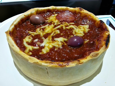 Chicago Stuffed Pizza: Stuffed Pizza individual no sabor Calabresa