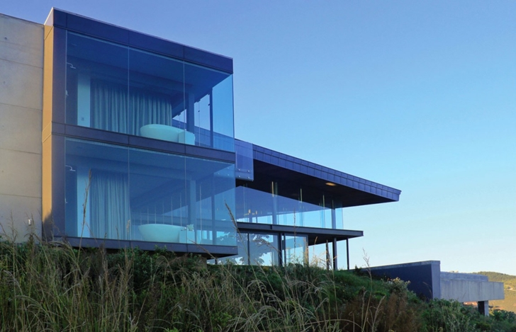 Hillside glass facade of Cove 3, modern dream home by SAOTA