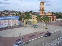 Vista Panoramica da Praça Monsenhor José Candido Prefeitura e a Igreja Matriz.