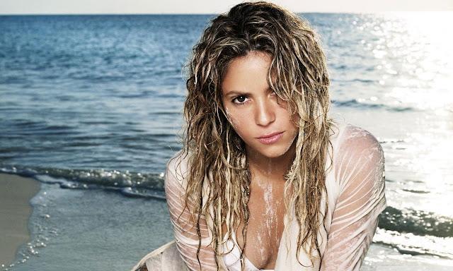 """<img src=""""http://2.bp.blogspot.com/-jFtRD3GLttA/UgvmNJ_vXiI/AAAAAAAADl4/B3U3lzAYIs8/s1600/shakira_mebarak_102-wallpaper-1280x768.jpg"""" alt=""""Shakira sexy wallpaper"""" />"""