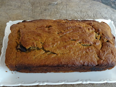 Whole-wheat banana loaf with chocolate
