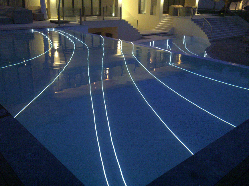 El futuro est aqu 4 piscinas futuristas y del futuro for Luces led piscina