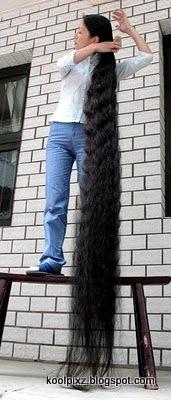 Beginilah Cara Mandi cewek Dengan Rambut Terpanjang Di Dunia