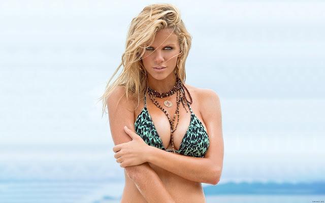 Brooklyn Decker en Bikinis de Playa