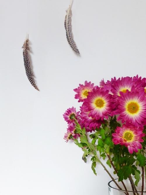 Deko rosa Blumen Federn