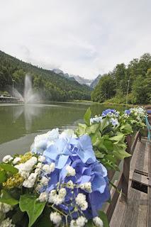 Blumengirlande zur Trauung am Riessersee-Floß