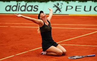 Maria Sharapova celebra título