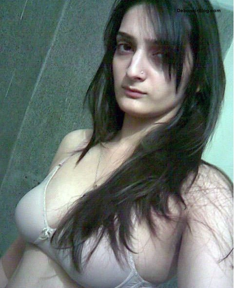 Pakistani aunty boobs