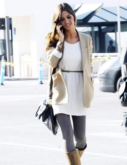 Vestido blanco con cinturon marron