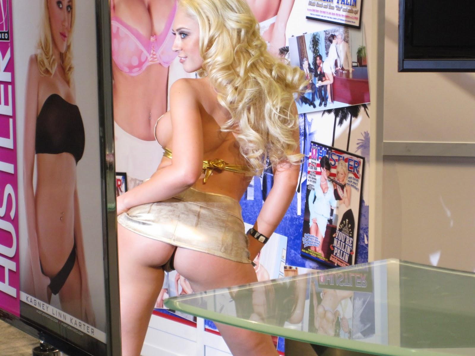 Kagney Linn karter, la mejor actriz porno del momento. Rubia, con curvas, morbosa y muy activa. Chicas guapas 1x2.