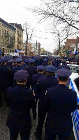 http://weaselzippers.us/209954-police-officers-turn-their-backs-on-bill-de-blasio-at-lius-funeral/
