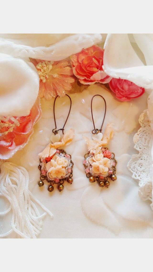 https://www.etsy.com/listing/159867742/peach-resin-rose-flowers-glass-beads