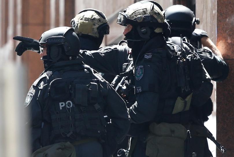 Hombre armado con varios rehenes en Sidney demanda una bandera de ISIS