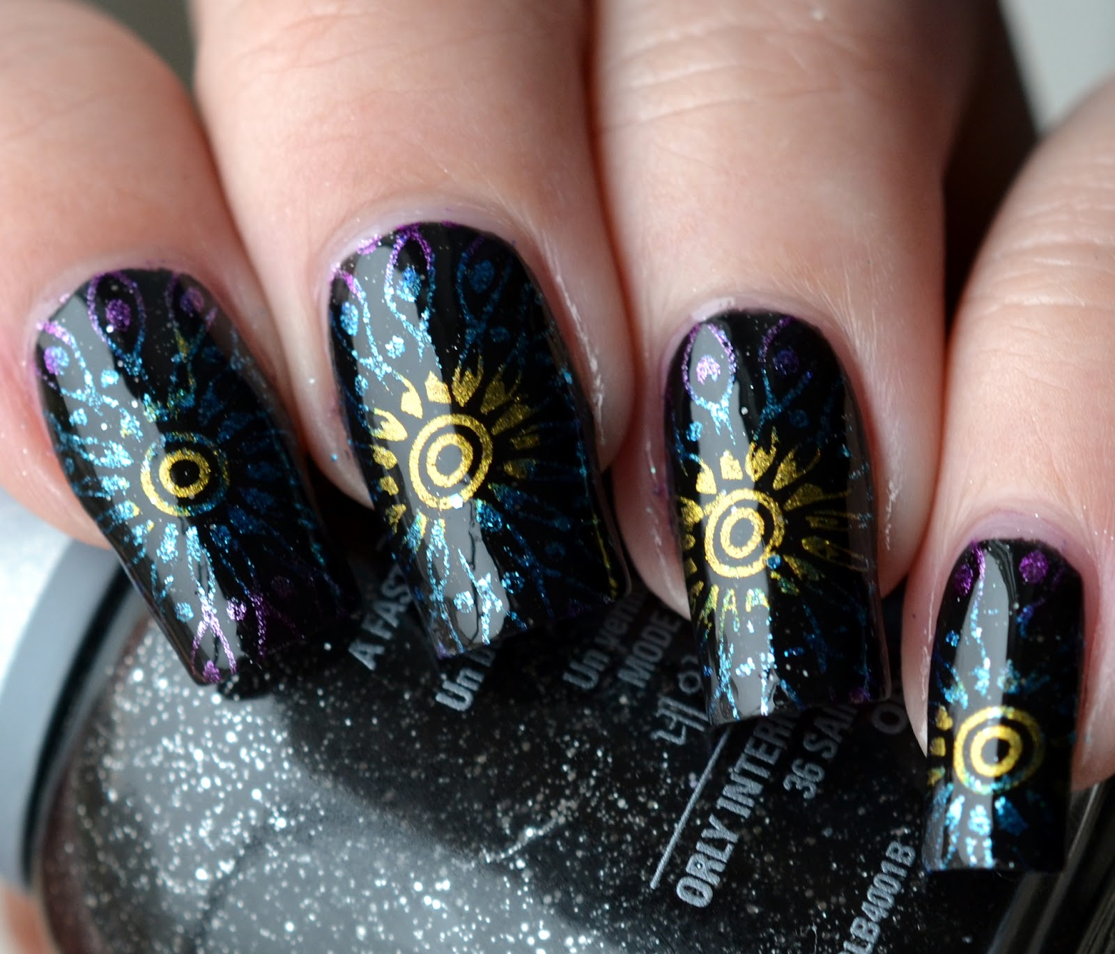 http://lenas-sofa.blogspot.de/2015/04/orly-sparkling-glitters-goth.html