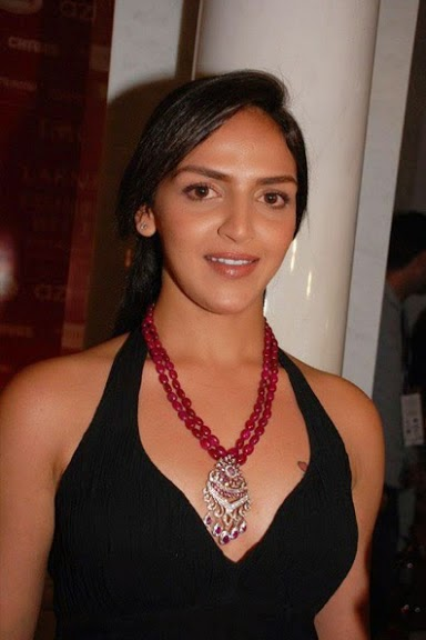 esha deol chest's hot tatto naked hot pics hot bollywood actress