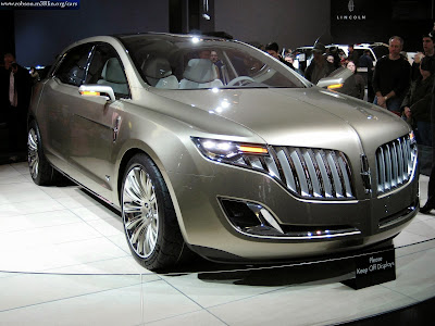 Picture of the frontal view of new Lincoln car