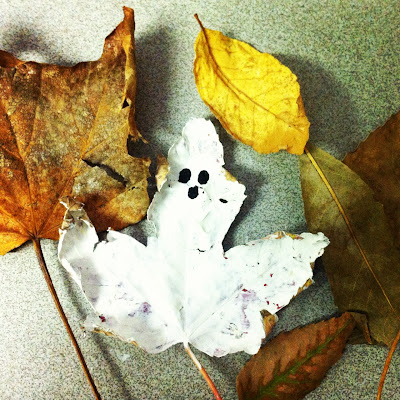 Halloween craft idea for toddlers and kids: paint ghosts out of fallen maple leaves www.thebrighterwriter.blogspot.com