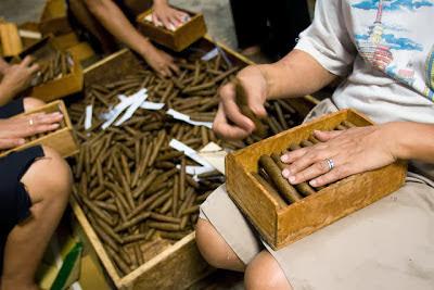 pembuatan cerutu di Indonesia ada di Kabupaten Temanggung, Jawa Tengah