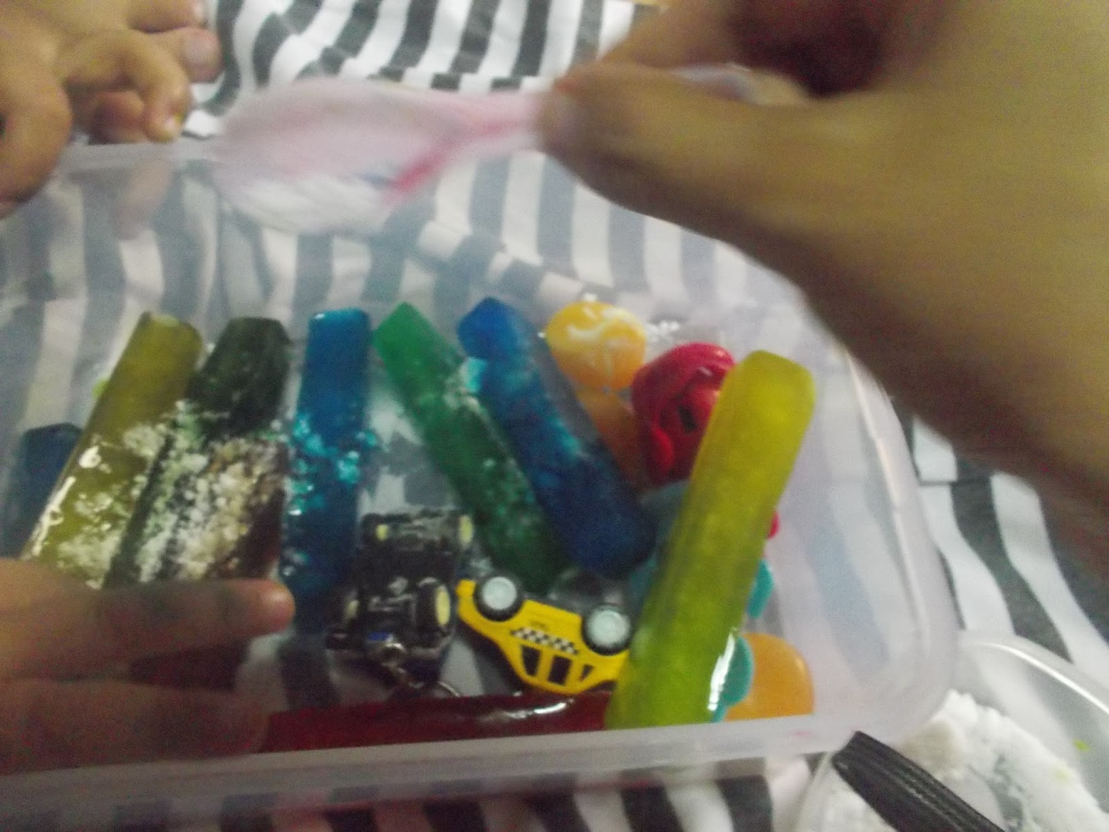 Ice Sensory Play for Toddlers H a p p i m e s s
