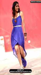 Ileana thigh showing hot