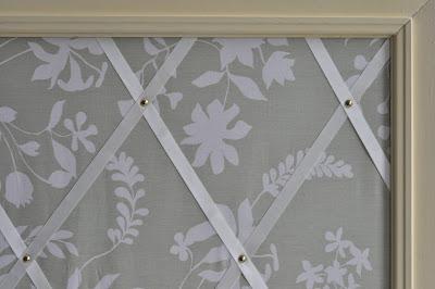 Pinnwand aus altem bilderrahmen fuchsgestreift - Pinnwand selber machen stoff ...