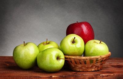 Foods You Should Eat For a Healthy Heart - apples
