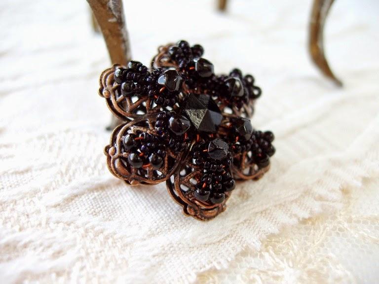 mdmButiik broche perles anciennes
