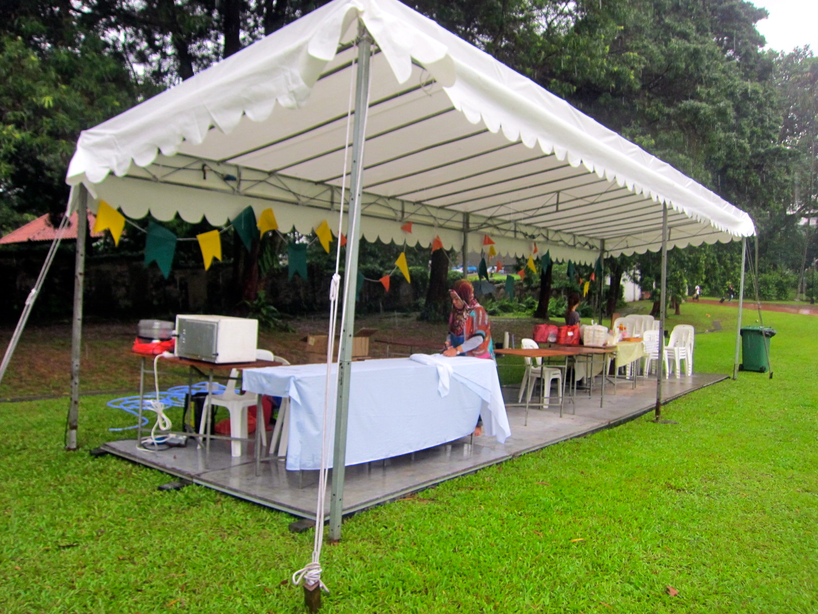 There Was Also A Small Food Tent With 3 Vendors Butter Studio Their Cute Little Cakes And Cupcakes Loaf Cookies