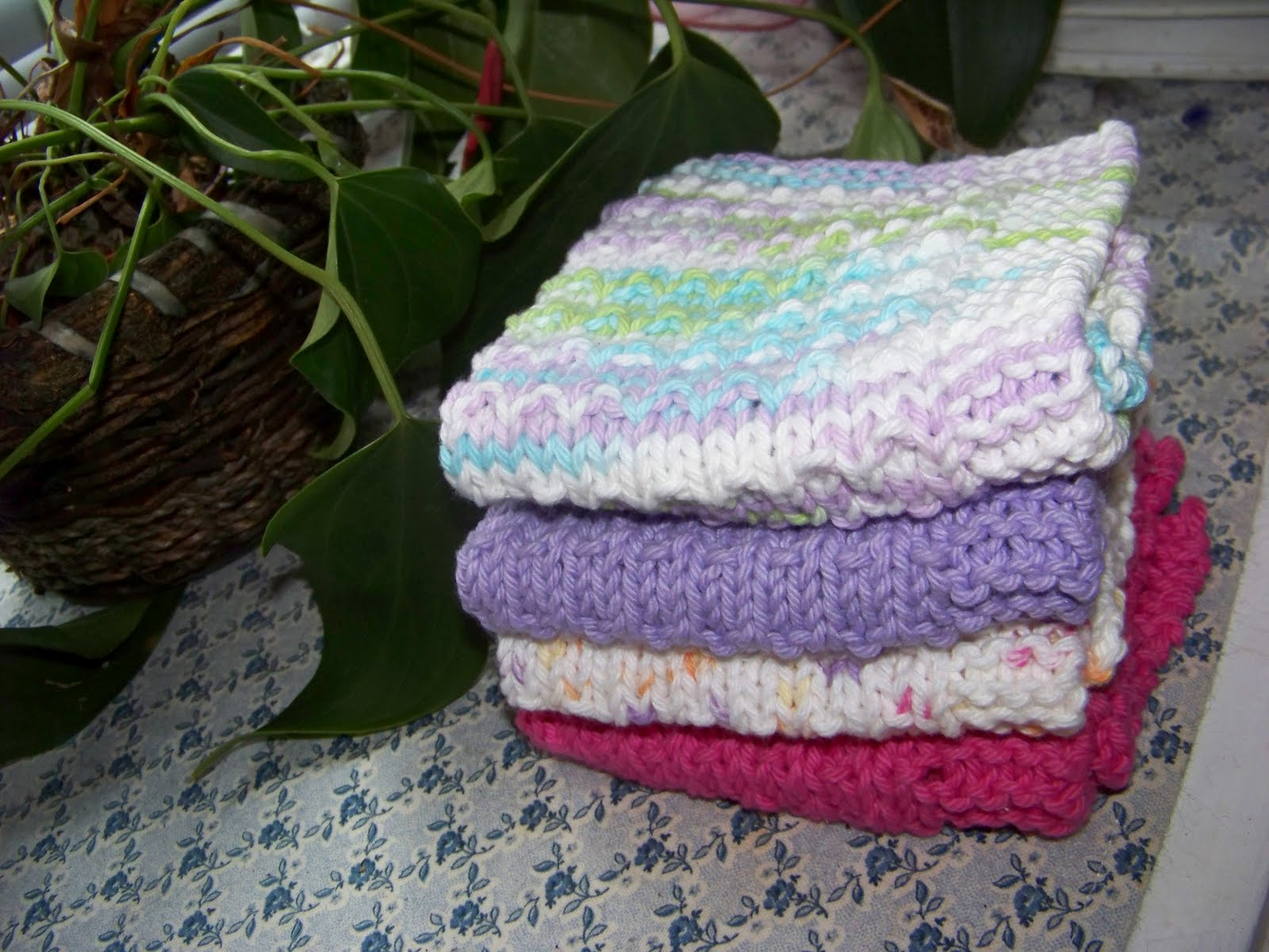 Knitting A Dishcloth Pattern Easy : Berkshire Cottage: Easy Dishcloth Knitting Pattern