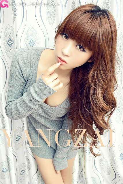 Zhu-Yi-Yin-Grey-Sweater-04-very cute asian girl-girlcute4u.blogspot.com