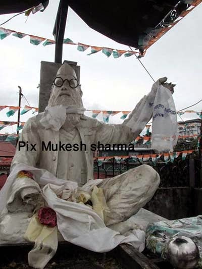 "Vandals damaged freedom fighter Jungabir Sapkota ""Gandhi of the Hills"" statue"