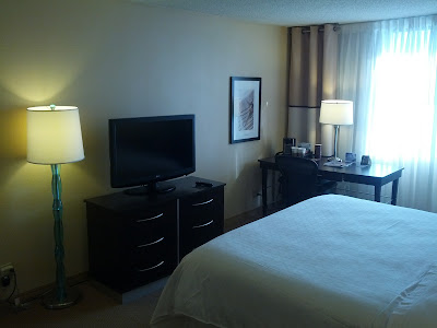 sheraton miami airport guest room flat screen tv and desk