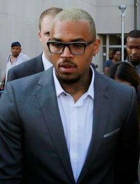 A polícia de Los Angeles está intrigada com as sucessivas agressões que têm acontecido ao final dos shows de Chris Brown.