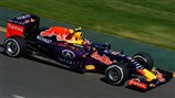 Red Bull : Horner wants to curb Mercedes