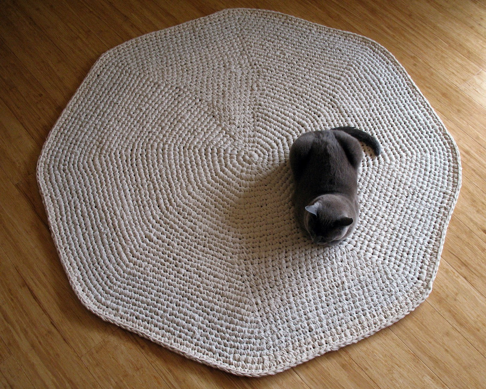 Crochet Rug Patterns : eclectic me: Calico Crochet Rug & Pattern.....