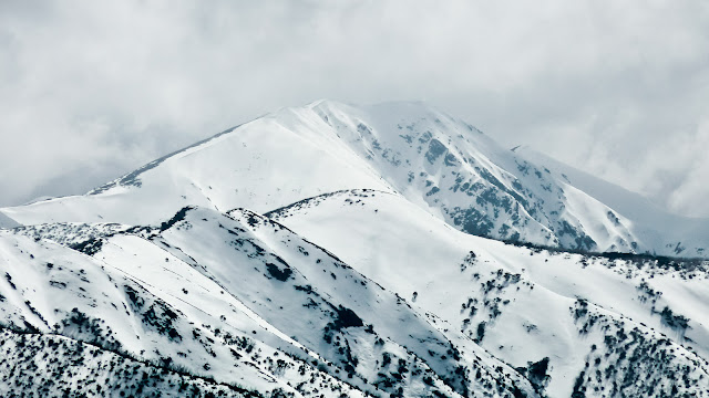 Mt Feathertop and Diamantina Spur under snow