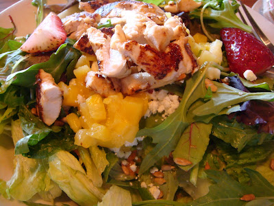 Cracker Barrel Grilled Chicken 'n' Strawberry Salad