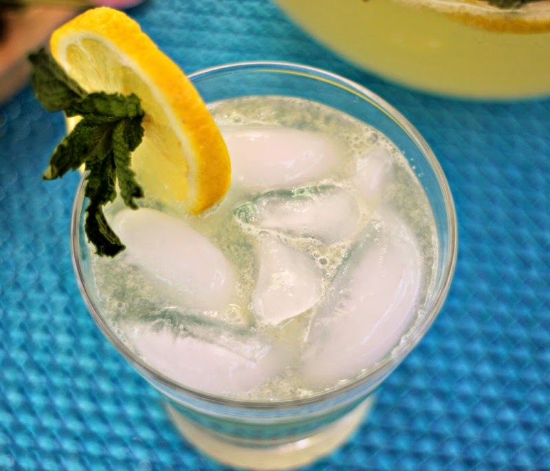 Sparkling Mint Lemonade: Refreshing and not too sweet! #drinks # ...