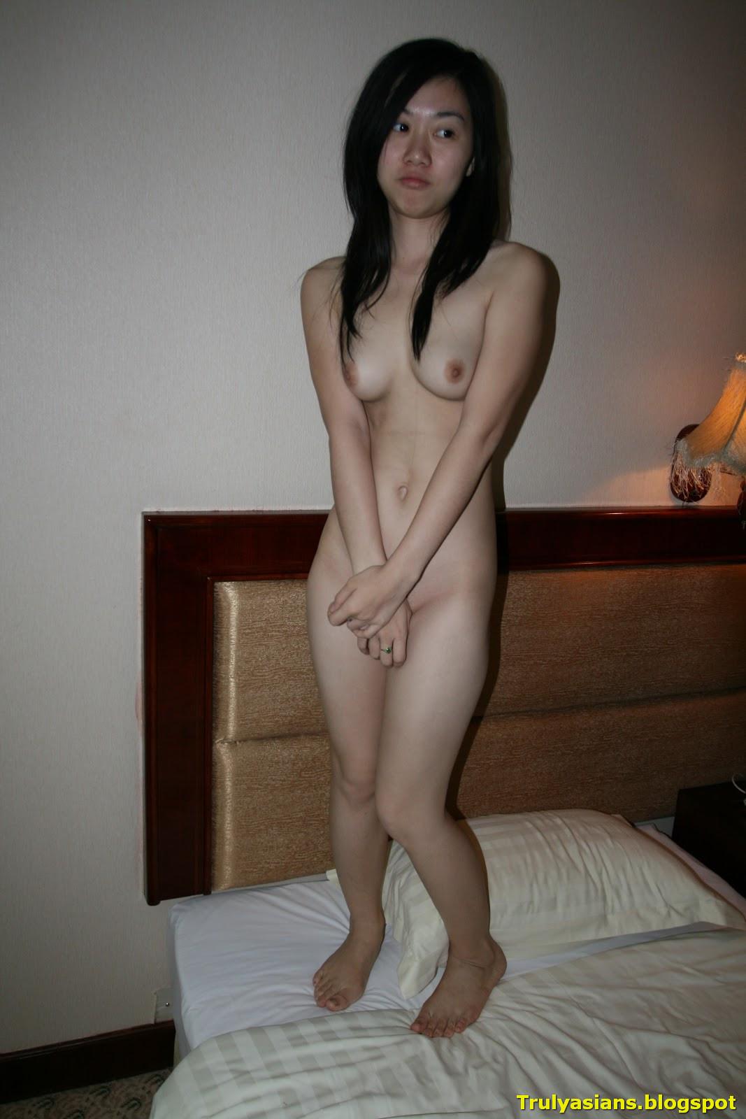 Amateur girlfriend in hotel room sex 4