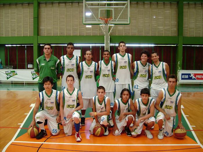 Equipe campeã infantil da LBC/2008, após vitória sobre a Luso, dentro de Bauru, na prorrogação