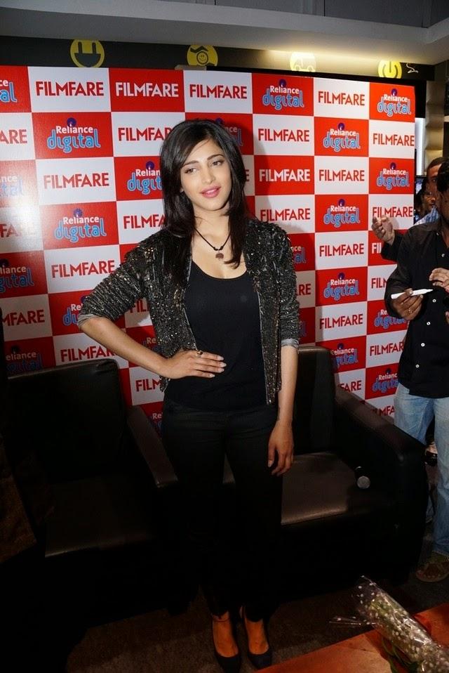 Shruthi Hassan at Reliance Digital Filmfare Readers Meet Stills