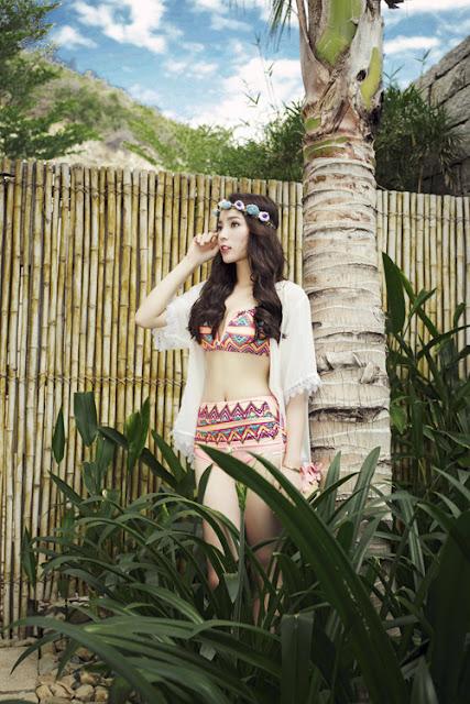 Dịp hè, Kỳ Duyên cùng mẹ đi nghỉ dưỡng ở Nha Trang. Người đẹp kết hợp thực hiện một bộ ảnh với trang phục bikini.