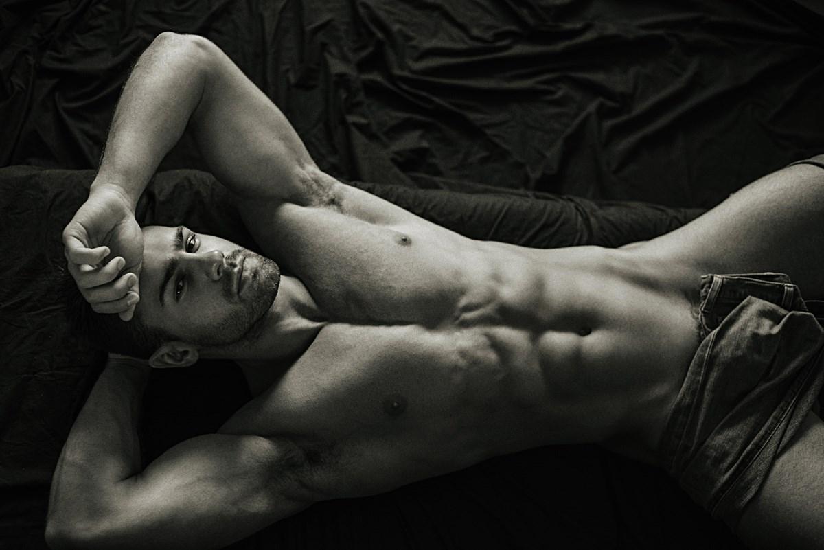 5Показать мужские эротические фото