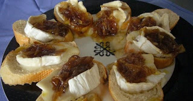 Tostas de queso de cabra con cebolla caramelizada