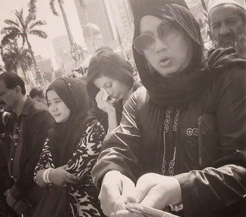 Orang Lain Bertafakur Azwan Ali Sibuk Selfie